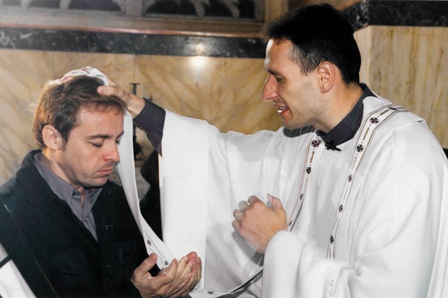Gugu com padre Marcelo Rossi, na Igreja da Visitação, Jerusalém, Israel, em dezembro de 1999