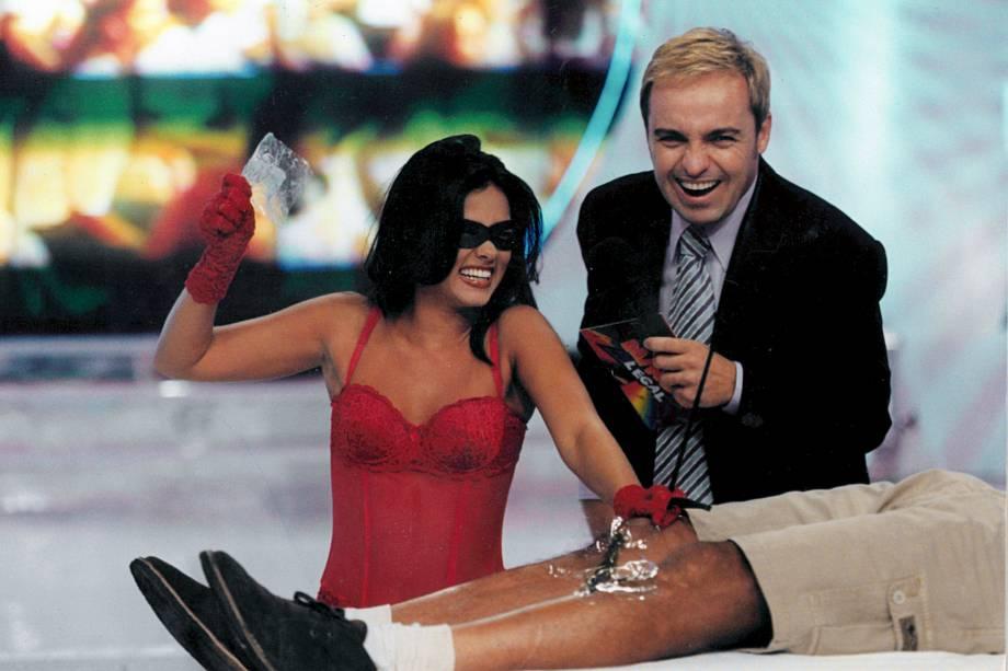 """""""Tiazinha"""" depila participante do programa de Gugu, no SBT, em 1999"""