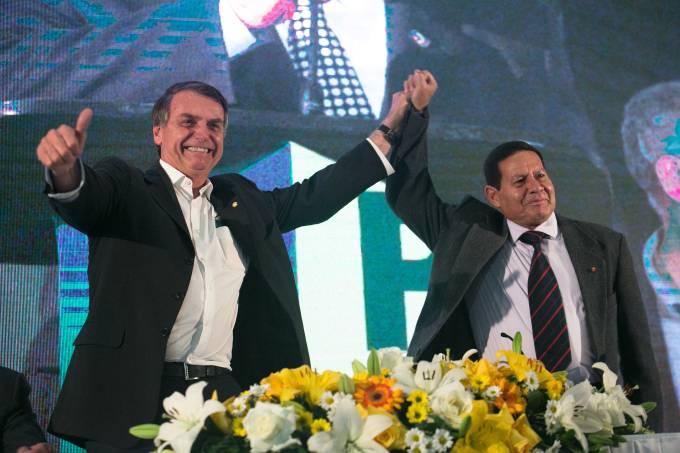 O presidenciável Jair Bolsonaro anuncia General Mourão como seu vice