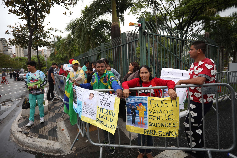 Fãs aguardam o início do velório de Gugu Liberato
