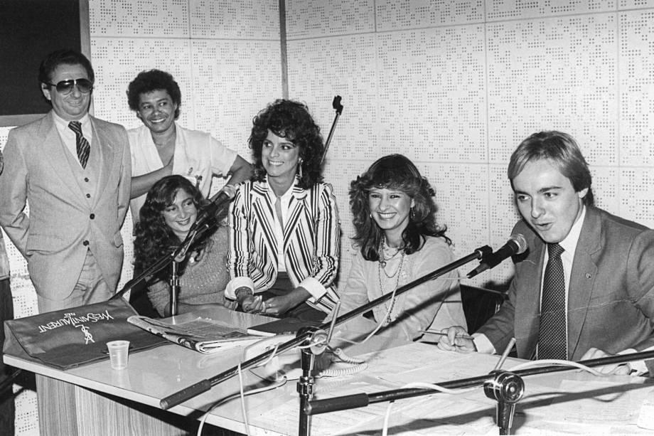 Raul Gil, sua filha Nanci, Zélia Martins, Lilian Gonçalves (dona de restaurante Bastidores) e Augusto Liberato, na Rádio Capital, em 1982
