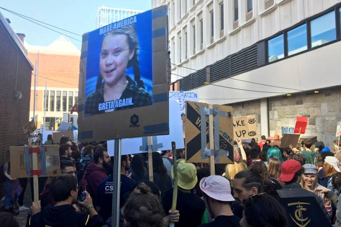 FILE PHOTO: FILE PHOTO: Climate change environmental teen activist Greta Thunberg takes part in a climate strike march in Montreal