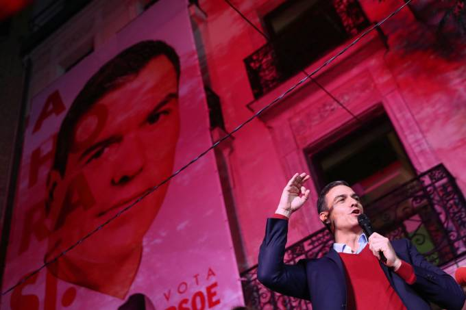 Spain's acting Prime Minister and Socialist Party leader (PSOE) candidate Pedro Sanchez speaks to supporters during Spain's general election at party headquarters in Madrd