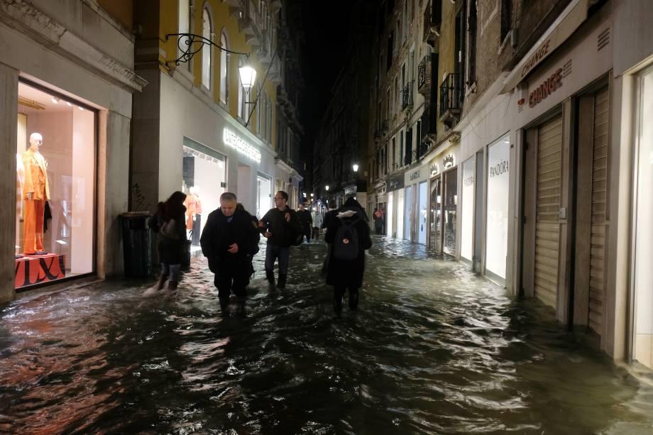 As ruas de Veneza ficaram inundadas após uma maré alta - 12/11/2019