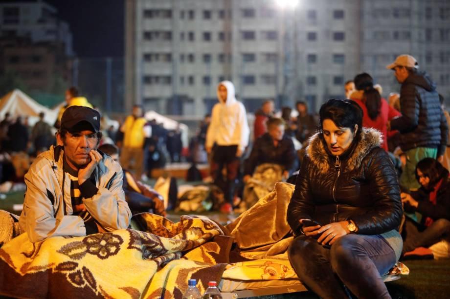Desabrigados descansam em um acampamento improvisado em Durres, na Albânia — 26/11/2019