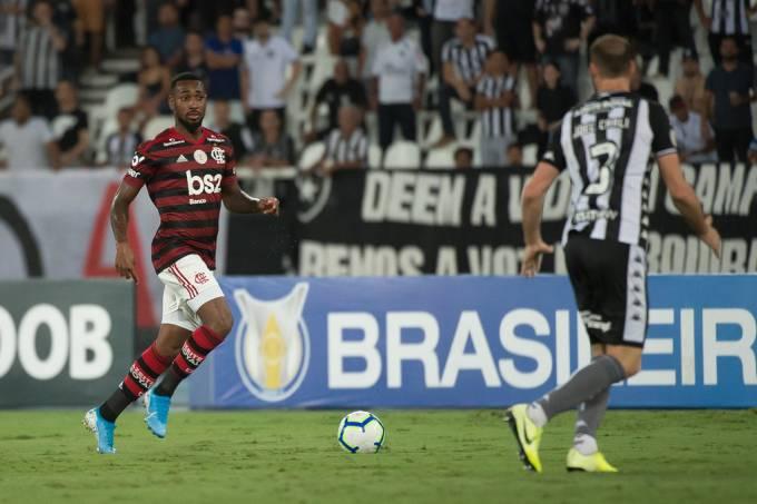Campeonato Brasileiro Flamengo Vence Botafogo Em Classico Disputado