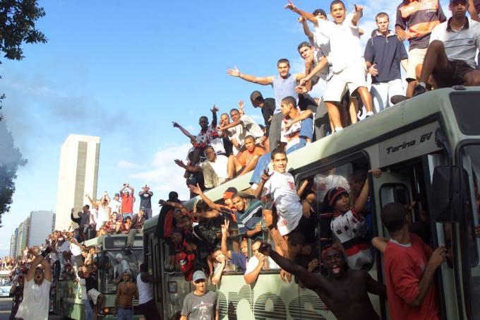 Torcedores do Flamengo lotam ônibus