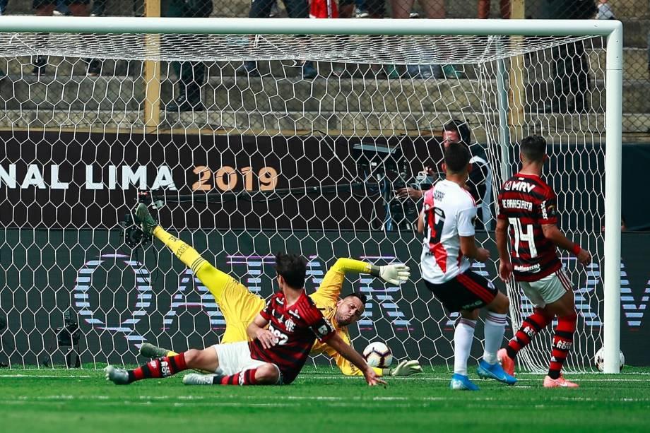 O momento do primeiro gol do River, marcado pelo atacante colombiano Rafael Borré
