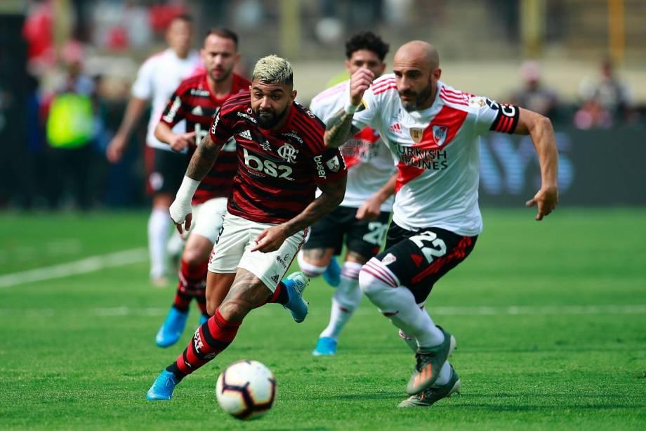 Gabriel Barbosa, o Gabigol, também foi bem marcado pelo zagueiro Pinola, do River Plate