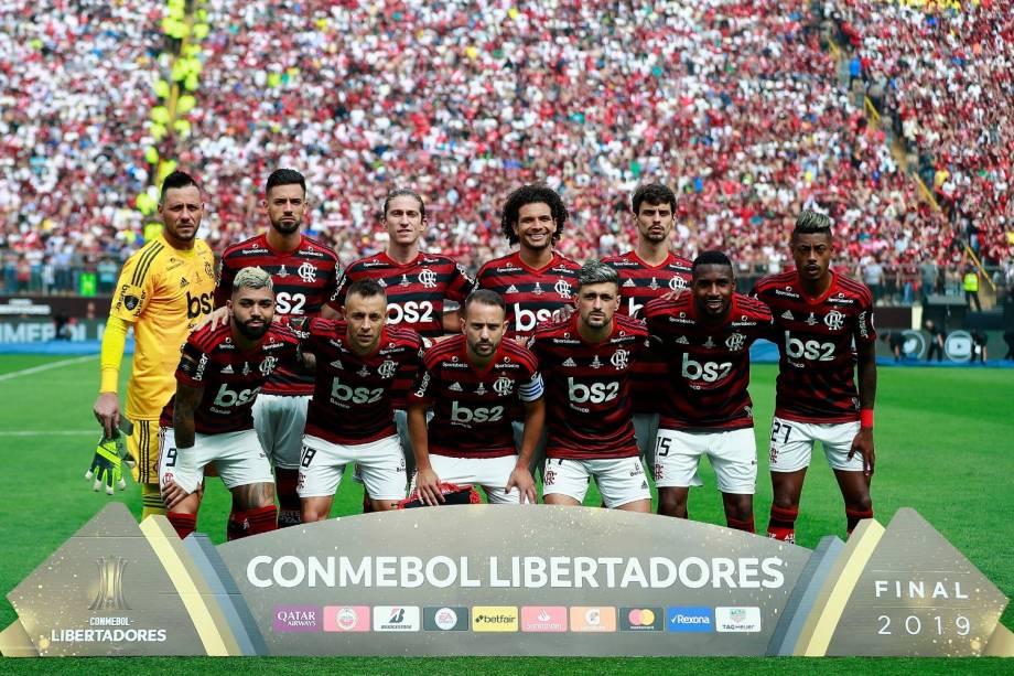 A foto clássica: o time titular, campeão da Libertadores, posou para as fotos antes da partida