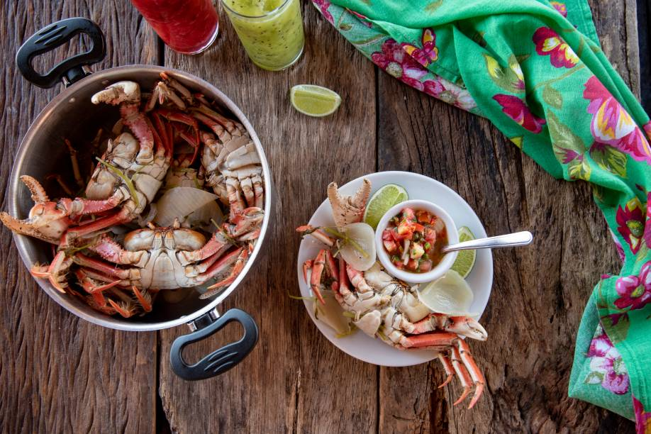 Os caranguejos campeões da Cabana da Cely: preparado com cebola, limão, coentro e sal