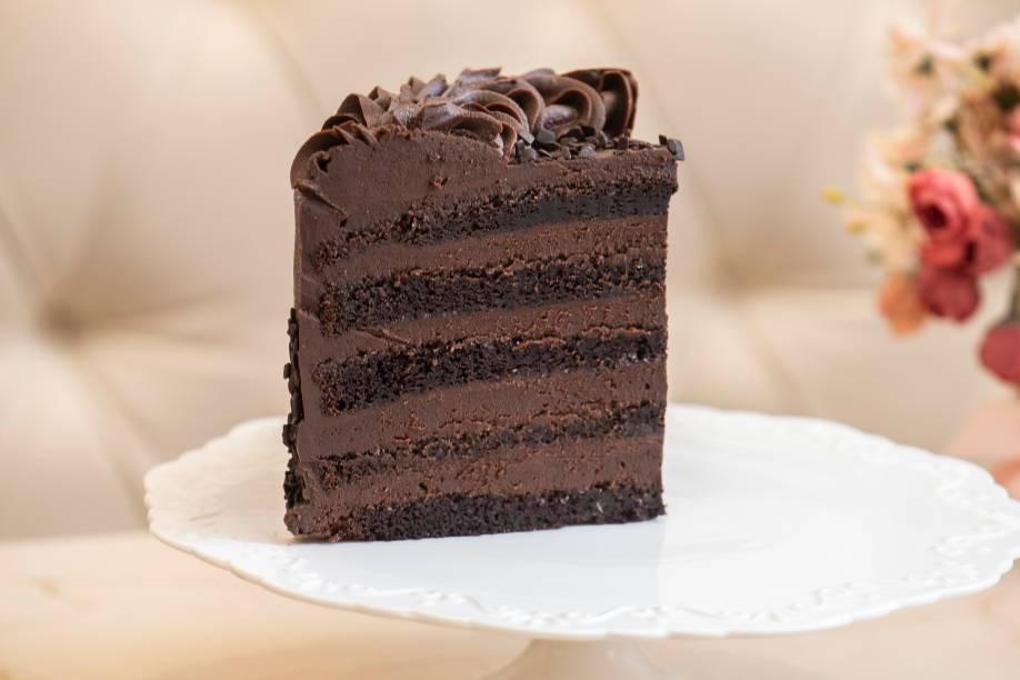 Massa e ganache de chocolate belga amargo compõe o ny cake, da Confeitaria Priscilla Diniz: a grande campeã entre as docerias