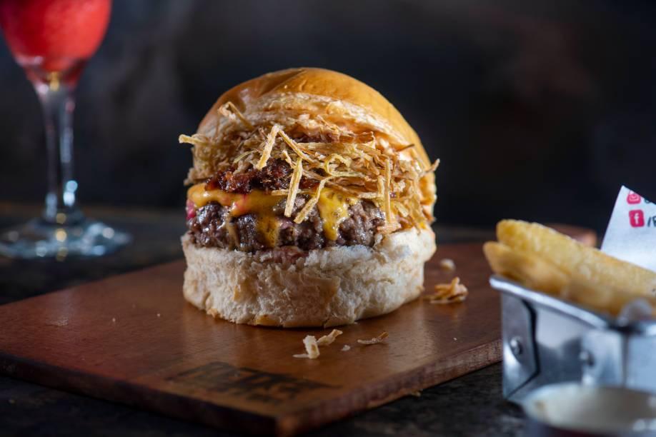Redelicious: queijo do reino, maionese de pimenta-biquinho, geleia de bacon, alho-poró crispy e disco de 180 gramas