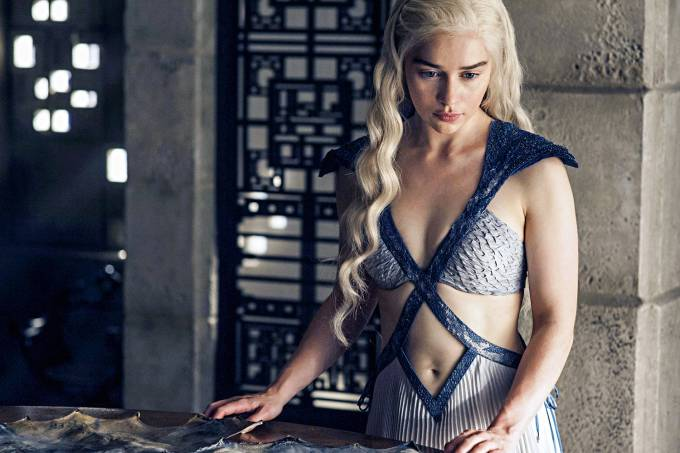 GAME-OF-THRONES-DAENERYS-EMILIA-CLARKE