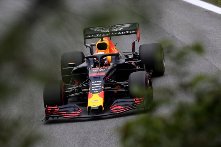Max Verstappen na pista durante os treinos finais para o Grande Prêmio de F1 do Brasil, no Autódromo de Interlagos