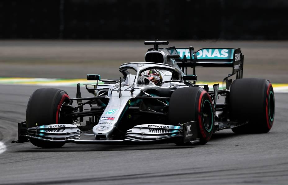 O britânico Lewis Hamilton, da Mercedes, em ação no autódromo de Interlagos