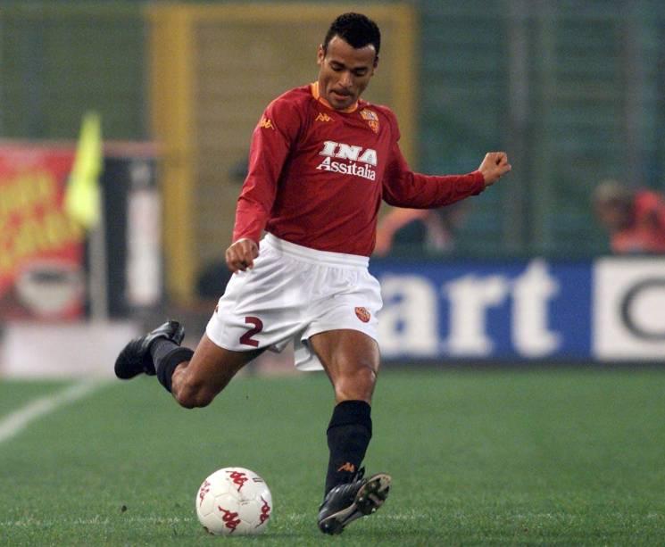 Cafu em ação pela Roma, pela qual foi campeão italiano em 2001