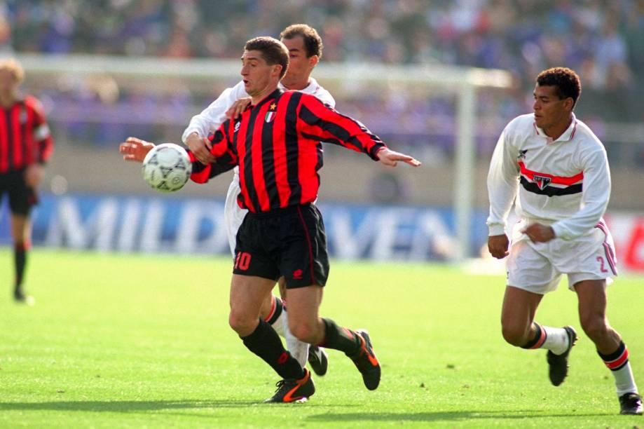 Cafu na partida em que o São Paulo bateu o Milan e conquistou o Mundial de Clubes de 1993