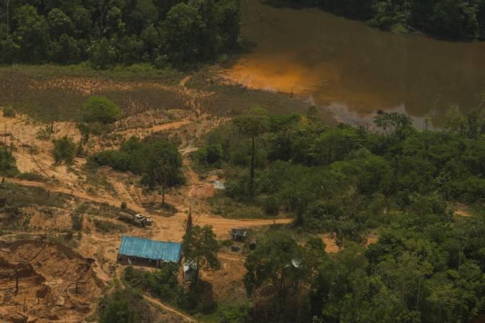 Illegal Mining in Munduruku Indigenous Land in Brazil Mineradores ilegais assolam a Terra Indígena Munduruku