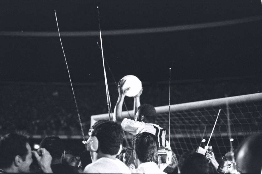 <span>O pênalti convertido por Pelé sobre o goleiro argentino Andrada, ajudou a equipe santista a vencer o Vasco por 2 a 1</span>