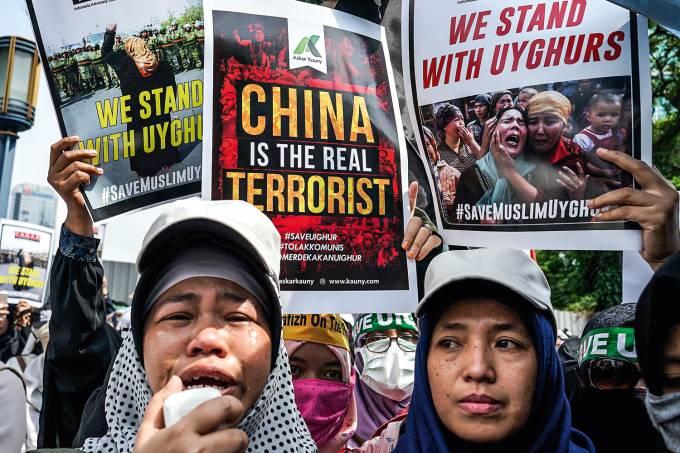 """PERSEGUIÇÃO – Protesto em Jacarta contra a repressão dos uigurs: internação para eliminar """"o vírus do fanatismo"""""""