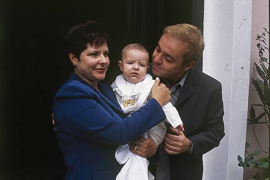 Gugu com o filho João Augusto Di Matteo Liberato e Rose Miriam, no batizado em Aldeia da Serra-SP