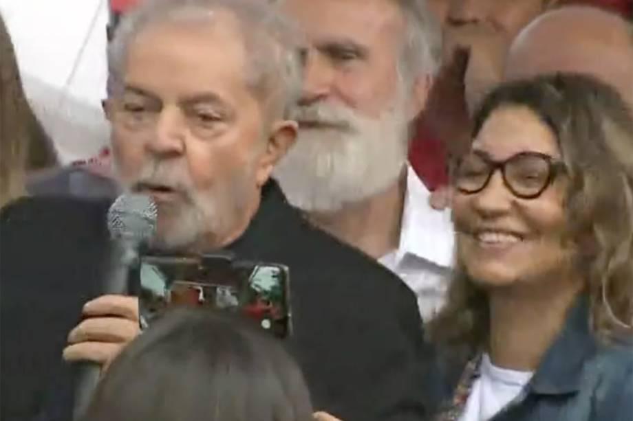 Lula ao lado de sua namorada Rosangela, em Curitiba