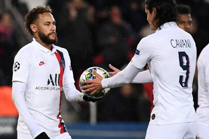 Neymar cedeu a cobrança a Cavani na goleada do PSG sobre o Galatasaray