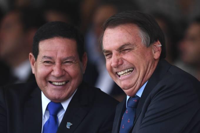 BRAZIL-NAVY-DAY-BOLSONARO-MOURAO