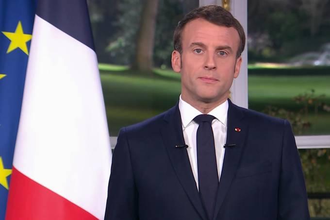 O presidente da França, Emmanuel Macron, transmite mensagem de Ano Novo na TV francesa
