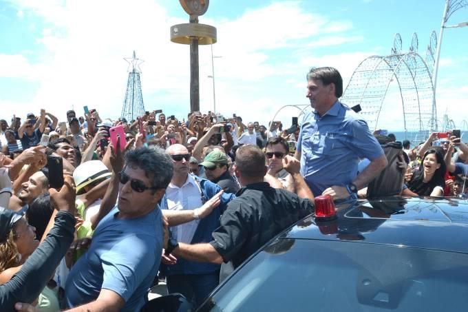 O presidente Jair Bolsonaro visita o Farol da Barra.