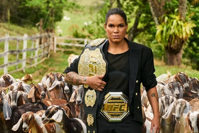 GOAT: Amanda Nunes com os dois cinturões do UFC