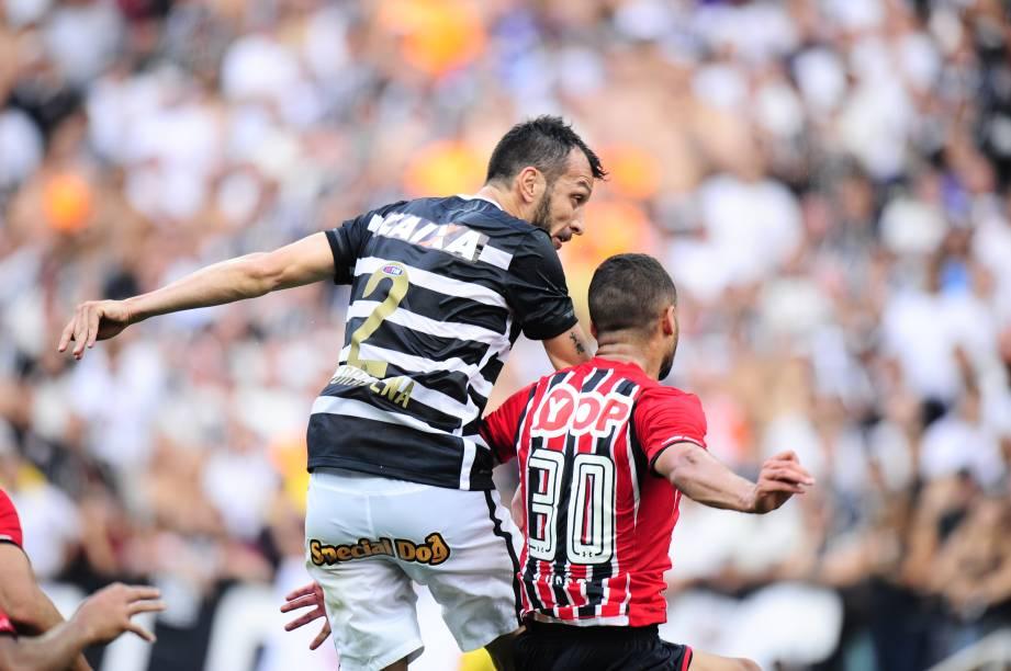 Edu Dracena pelo Corinthians em partida contra o São Paulo