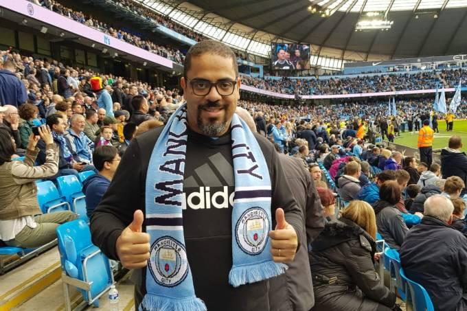 Cater Batista na casa do Manchester City: sucesso nas redes o levou a dezenas de estádios
