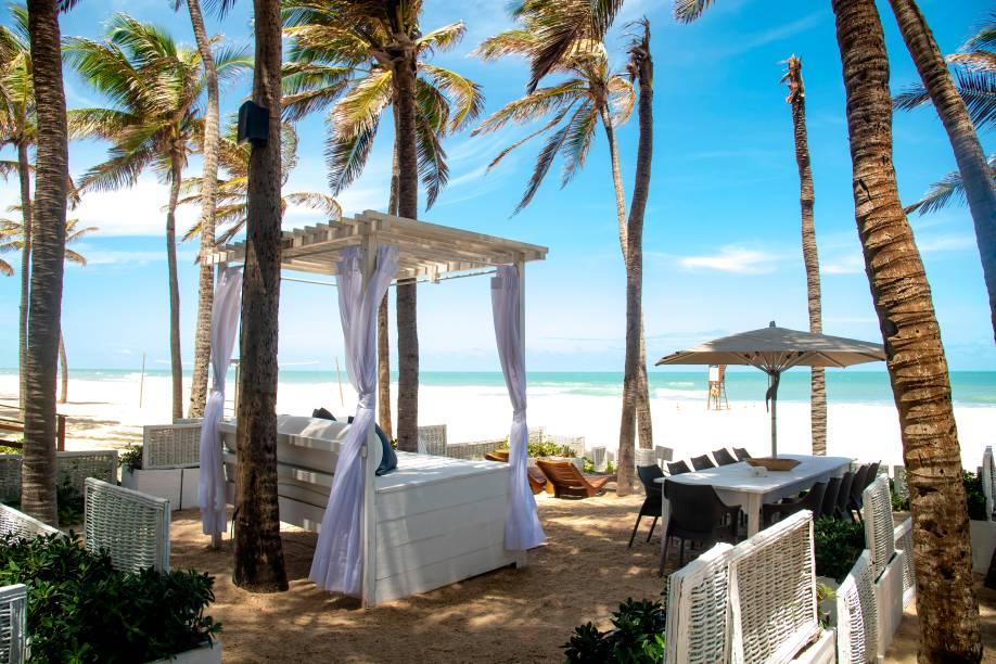 O bar campeão: mesas e cadeiras espalhadas por 300 metros de areia em frente ao mar