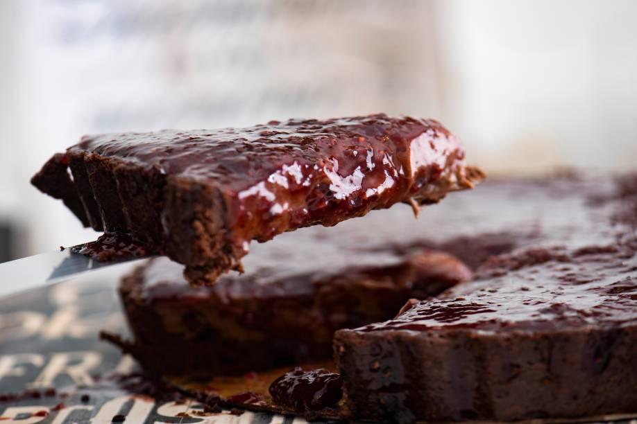 Torta de frutas vermelhas: novidade é feita com creme de chocolate, compota de frutas vermelhas, pimenta-rosa e base de sucroc