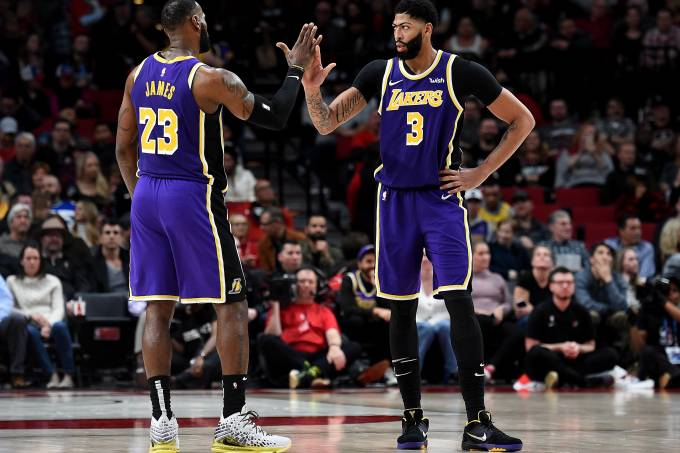 LeBron James e Anthony Davis, destaques dos Lakers