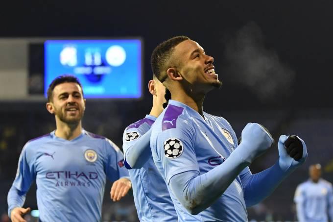 Gabriel Jesus comemora um de seus três gols diante do Dínamo de Zagreb