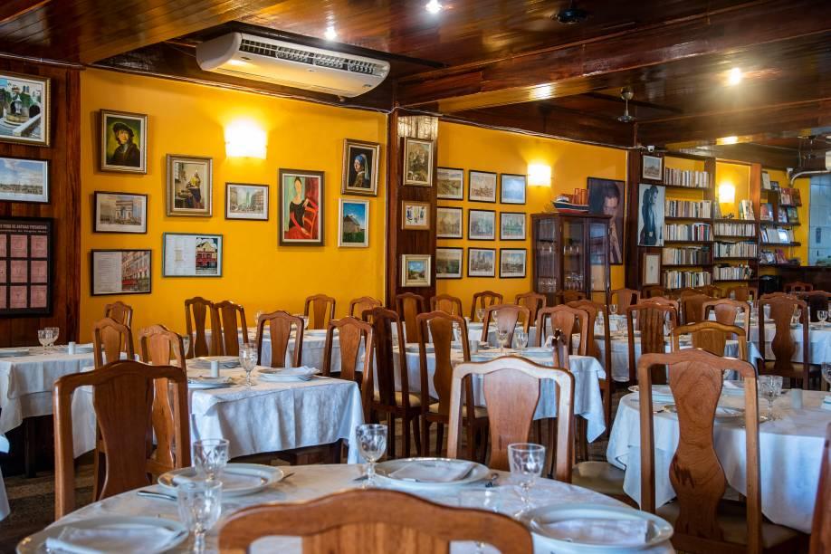 O aconchegante salão: restaurante completa 20 anos em 2020