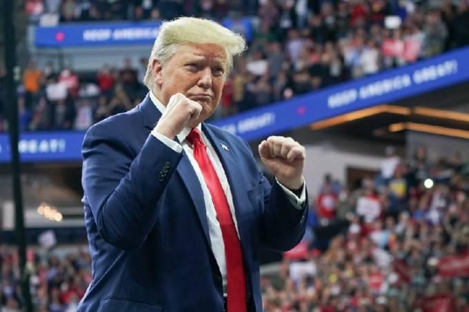 Donald Trump em comício em Minneapolis