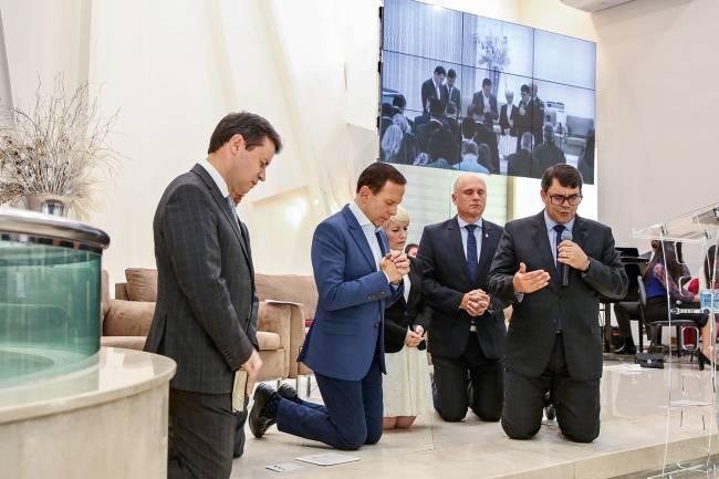 FÉ -Doria: viagens ao exterior e sinais aos evangélicos