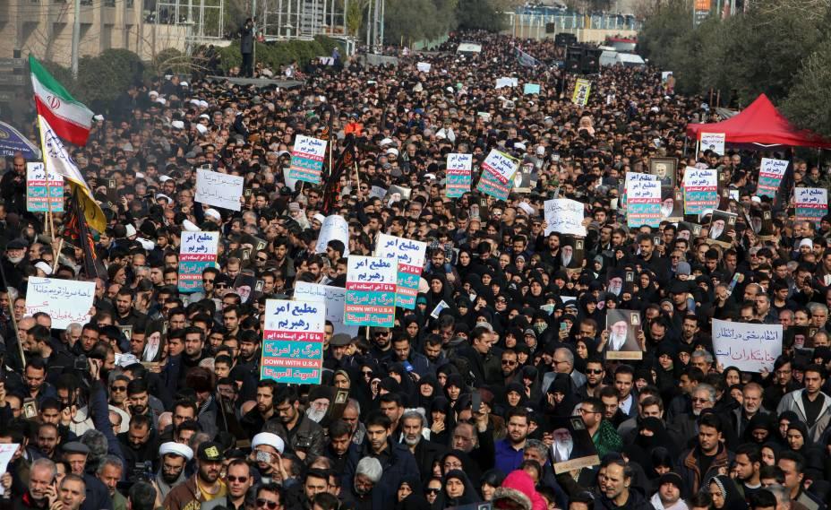 Milhares de manifestantes vão às ruas no Irã para protestar contra a ação dos Estados Unidos que resultou na morte do general Qassem Soleimani - 03/01/2020