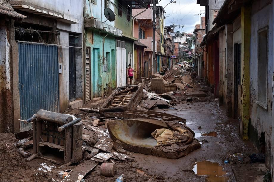 Danos causados pelas chuvas torrenciais após o transbordamento do córrego Da Prata, em Raposos, região metropolitana de Belo Horizonte, em 28 de janeiro