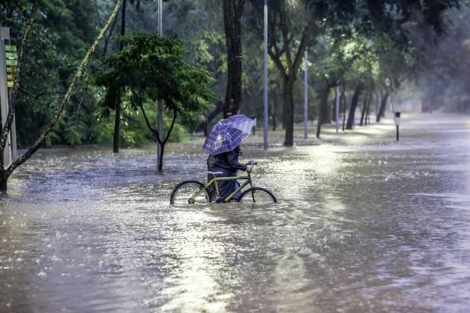 Chuvas causam risco de deslizamento e alagamento em Belo Horizonte