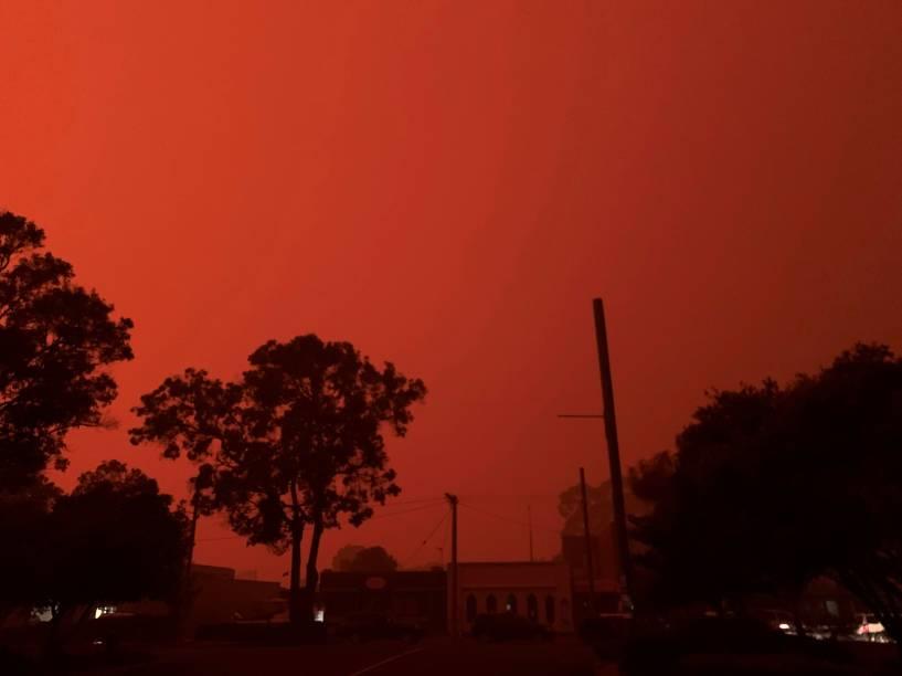 A cor do céu se transforma em vermelho na cidade de Mallacoota, Austrália, devido aos incêndios - 31/12/2019
