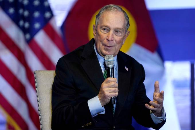 FILE PHOTO: Democratic U.S. presidential candidate Michael Bloomberg speaks about his gun policy agenda during a visit to Aurora