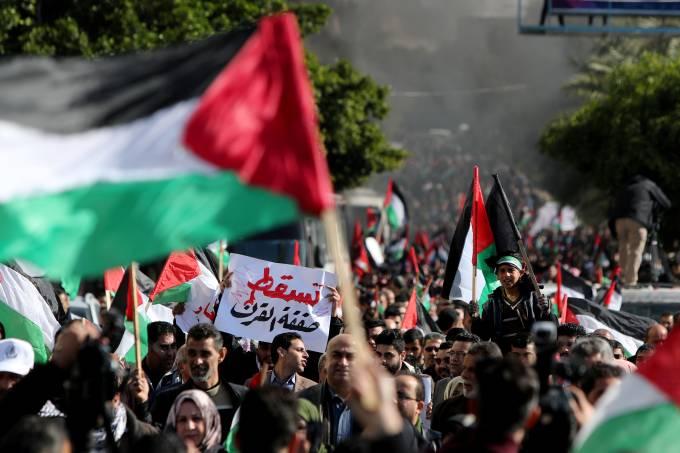 Palestinos protestam em Gaza