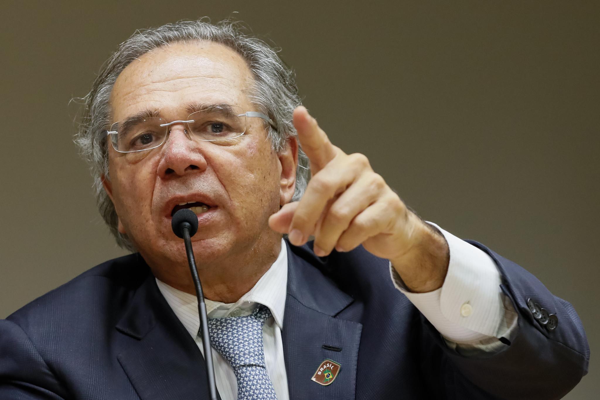Coronavírus: 'Temos que continuar produzindo', diz Paulo Guedes | VEJA