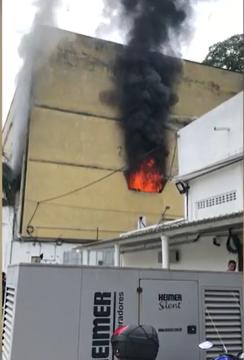Cadeia Pública de Benfica pega fogo