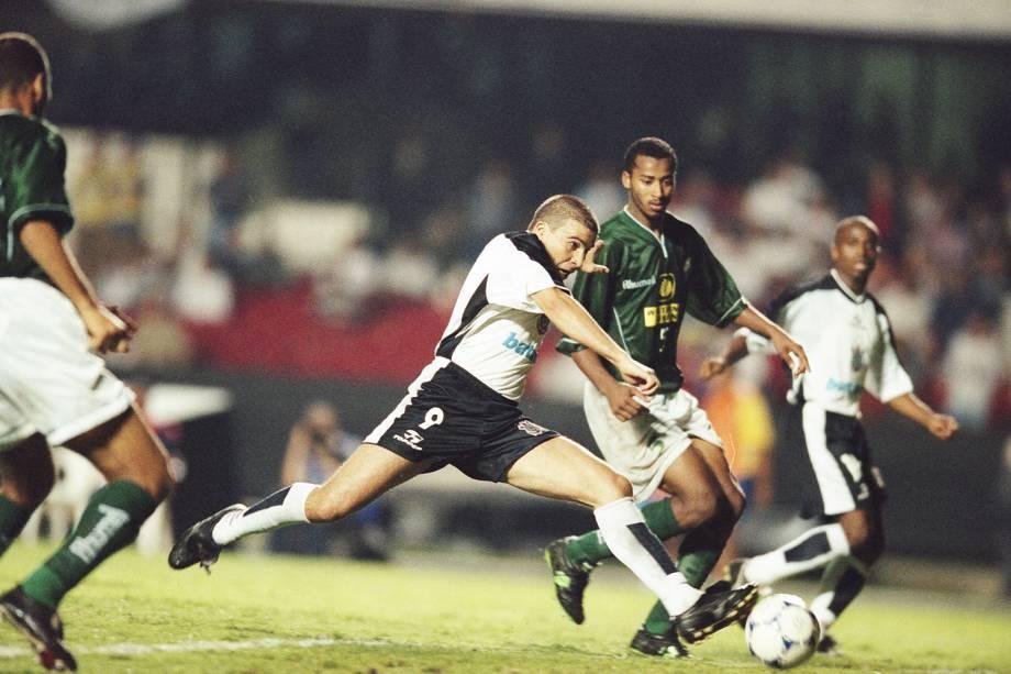 Luizão, do Corinthians, no jogo contra o Raja Casablanca, de Marrocos, durante o Campeonato Mundial de Clubes da Fifa, no Morumbi.
